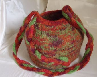Ball felted wool with shoulder bag