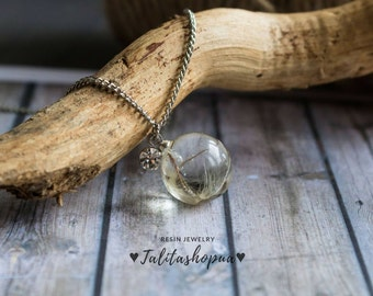 Clear resin pendant with real dandelion seeds, Minimalist necklace, Short everyday necklace, Dainty jewelry, Botanical pendant on chain