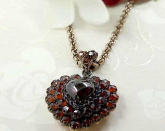 Gorgeous two layers garnet cabouchon heart locket in Silver // #PK