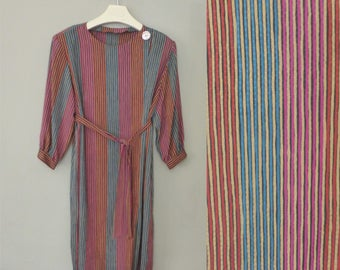 80s striped dress. XL size. Oversided polyester belted dress with shoulder pads & one big retro button. In a very good vintage condition.