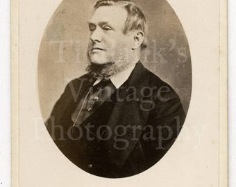 CDV Photo Victorian Smart Man, Chin Beard, Vignette Portrait - J W Thomas Hastings England -  Carte de Visite Antique Photograph