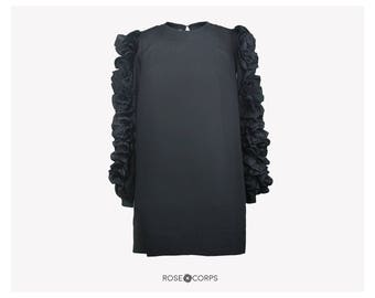 Shift dress with ruffles on sleeves