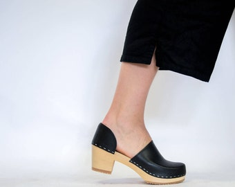 Wooden Clogs for Women / High Heel Womens Slip Ins / Leather Shoes / Swedish Clogs / Natural Material / Comfortable / Sandgrens / Brett