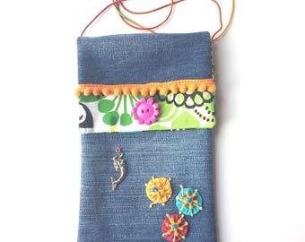 étui pour téléphone - sac flower power - pochette en jean recyclé