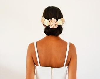 Peigne à cheveux mariée mariage bohème fleurs beige ivoire, accessoire cheveux mariage fleurs demoiselle d'honneur