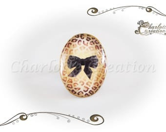 Ring oval cabochon glass leopard bow