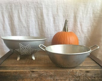 Aluminum Colanders 2 nesting, kitchen aluminum colanders/strainers 2 different patterns sizes nesting, Vintage mid-century kitchen aluminum