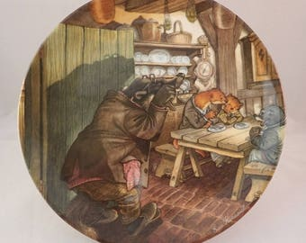 """Wedgwood Wind in the Willows Collectors Plate, """"Breakfast at Mr Badger's"""" Rat, Mole, Badger & Otter – by Eric Kincaid"""