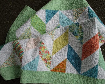 Modern Baby Quilt, Quilted Tablecloth, Herringbone Lap Quilt, Summer Floral  Quilt, Green
