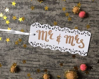 Mr & Mrs gift tag, wedding gift tags, calligraphy gift tag, wedding gift label, mr and mrs gift tag wedding present tag lace paper tags