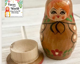 Vintage Sewing Needle Holder Nesting Doll, Matryoshka Doll, Old Sewing Acessories, Russian Doll Tinket Box. Polka Dots and Flowers. Opens!