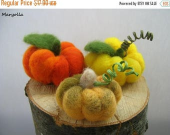 Felt pumpkins, spring decoration, holiday decor, harvest decor, rustic home decor, spring dinner decor, wool felt pumpkins in bulk, 3 pcs
