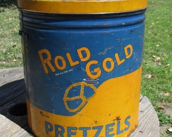 1928 Copyright Rold Gold Butter Pretzels Vintage Advertising Tin Glass Cover