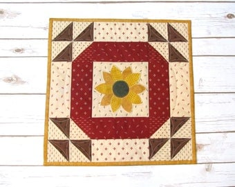 Sunflower Quilt Table Topper - Quilt Wall Hanging - Square Table Quilt - Housewarming Gift - Quilt Table Runner - Quilted Table Topper