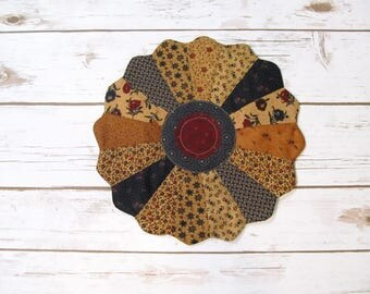 Dresden Plate Quilt Candle Mat - Quilted Table Topper - Primitive Quilt - Quilt Trivet - Table Quilt - Quilt Table Runner - Farmhouse Decor