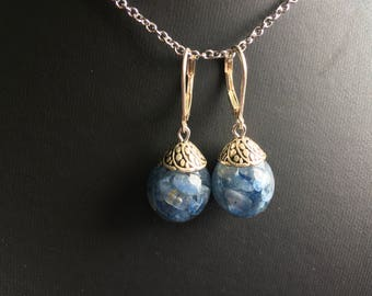 Blue kyanite, resin earrings and gemstone chips, lever-bubbles