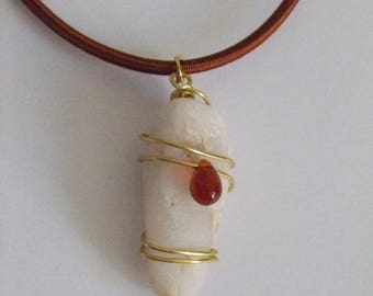 Teardrop shaped pendant necklace white pebble and caramel Pearl