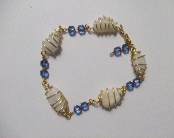 White pebbles, antique golden copper and blue Beads Bracelet