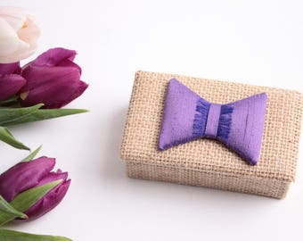 Box ring holder in Burlap and silk bow, purple amethyst color.