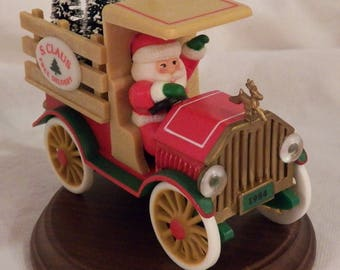 """1984 Hallmark """"Santa's Deliveries"""" #6 - QX4324"""