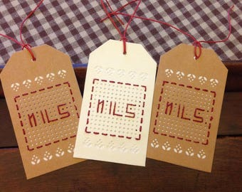 Set of 3 tags embroidered name NILS.