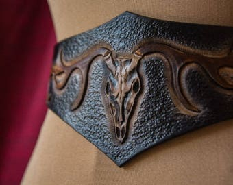Leather corset belt, skull belt, waist cincher, gothic, fantasy, half corset, wide brown leather belt, leathe bodice