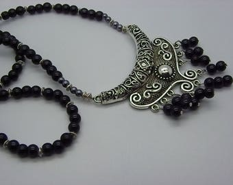 Necklace with a beautiful cabochon in silvered brass with black glass beads