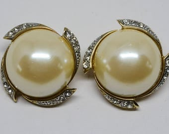Lovely large gold tone and faux pearls earrings