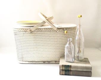 Vintage Cream Wicker Picnic Basket / Wedding Card Holder