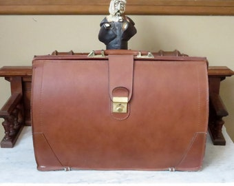 Vintage Gladstone Style Briefcase In Tan Leather With Brass Closure Locking Clasp And Keys- Very Good Condition