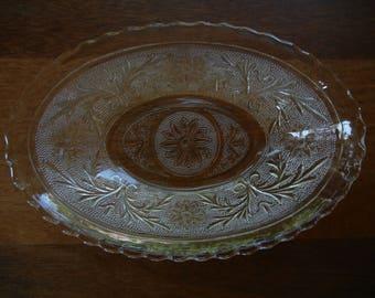 Hocking Glass Sandwich Pattern Oval Bowl
