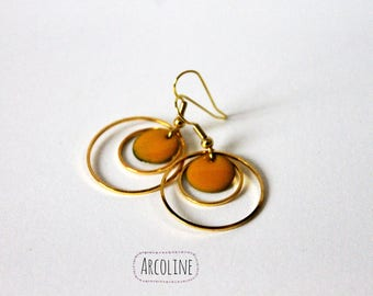 Sequin enamelled yellow gold rings earrings