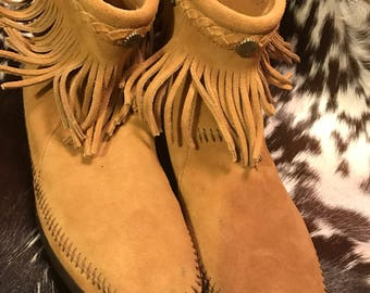 Vintage Minnetonka moccasin sz 10/ankle boots/ankle booties/Minnetonka boots brown suede/fringe/hippie/native American/BoHo