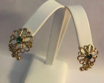 Vintage Gold Tone Green Rhinestone Crystal Screw Back Earring Dangle Gold To e Ball