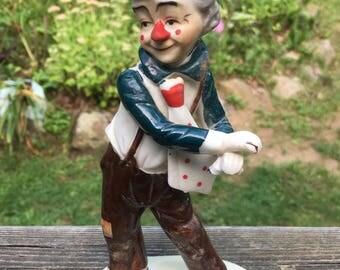 Mid century glazed porcelain circus clown. Hapoy clown. Collectable clown. Magician clown. Circus clown.