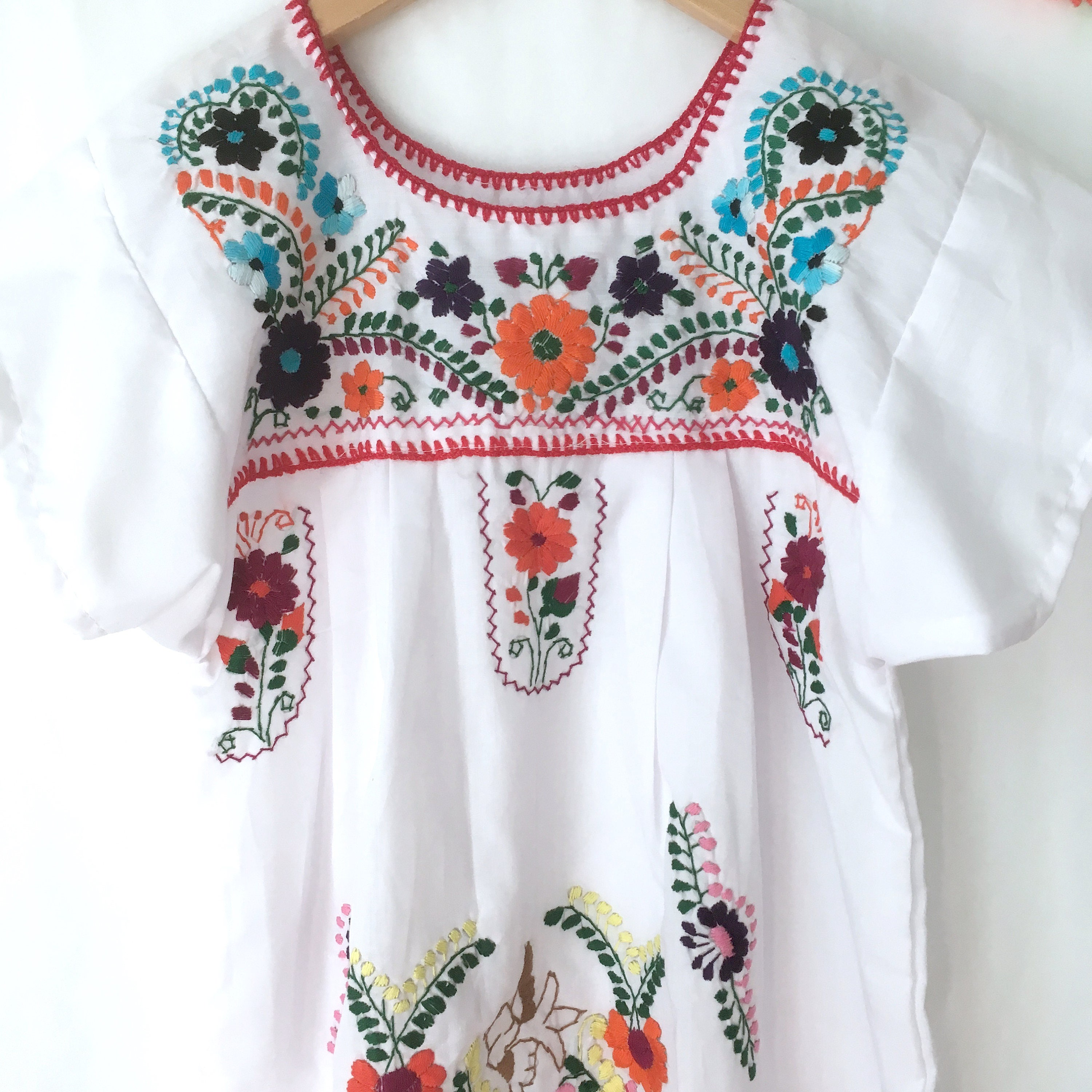 Vintage girls White Mexican dress, girls embroidered puebla dress, oaxacan  dress Size 6Y