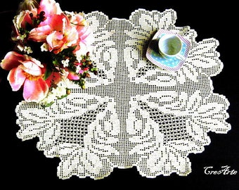 Antique White crochet filet doily, Centrino bianco antico a filet