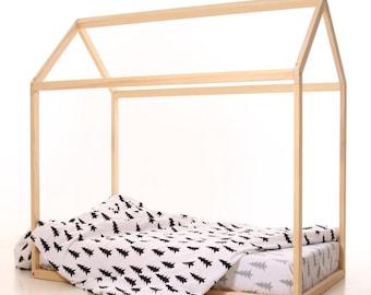 Maison en bois de lit chambre d'enfant pour enfant. Maison de lit des enfants. Jeu maison en bois. Jouer lit maison en bois. Tipi pour enfant, lit tipi infantile.