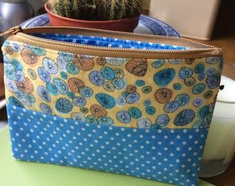 Zipper pouch , zipped pouch , pouch with zip , handmade pouch , fabric pouch , fabric purse , cosmetic pouch , makeup bag , zip purse
