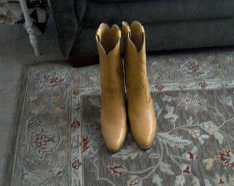 Loredano Tan Size 8 Boots.