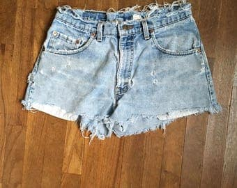 vintage levis 560 made in usa daisy dukes cut off blue jeans shorts w31