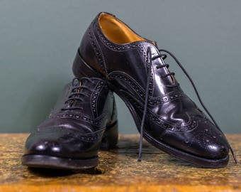 Vintage Clark's Oxford Wingtips // Sleek English Balmoral Lace Ups // Size 8