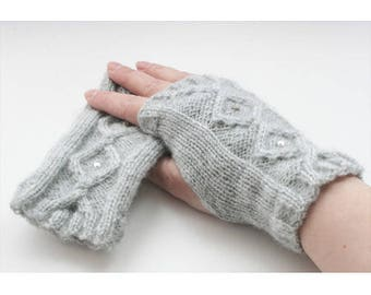 Care instruction to knit mittens gray Pearl