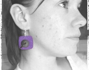 Boucles d'oreilles violet et noir en 3D