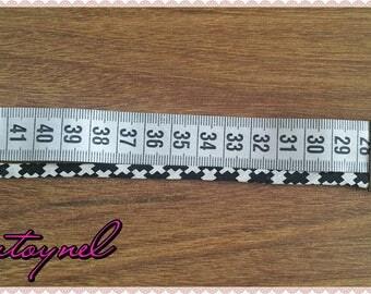 Bracelet ruler Ribbon and black and white bias