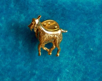 Unique Quirky Vintage 70s Gold Tone Metal Goat Pin. Vintage Kitschy Quirky Unique 70s Goat Pin.