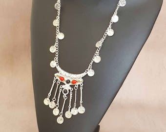 necklace with the Hippie inspiration