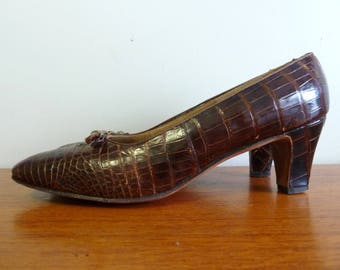 60s Brown Leather Heels - Reptile Texture - Saks Fifth Avenue Shoes - Gold Tone Accents - Vintage 1960s - 7 aa