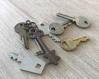 Lot of 8 misc keys-Old keys-vintage keys-bulk lot of keys-key necklace -jewelry supplies