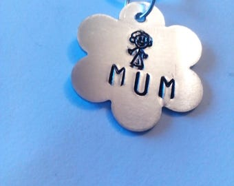 Mum flower pendant